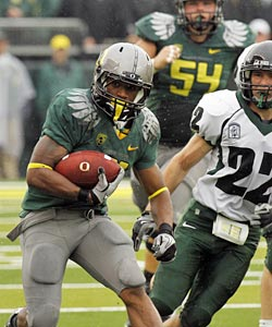LaMichael James runs wild on an overmatched Portland State to the tune of 226 yards on 14 carries. (AP)