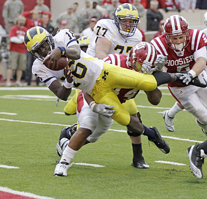 Denard Robinson, who accounts for five touchdowns, scores the game winner with 17 seconds left.  (AP)