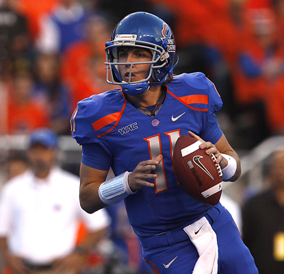 Boise State's Kellen Moore looks downfield before throwing his second of three TDs. (AP)