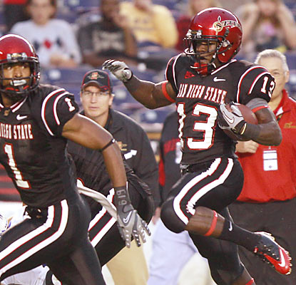 Freshman running back Ronnie Hillman scampers for 191 yards to help the Aztecs beat a ranked team for the first time since '96. (AP)