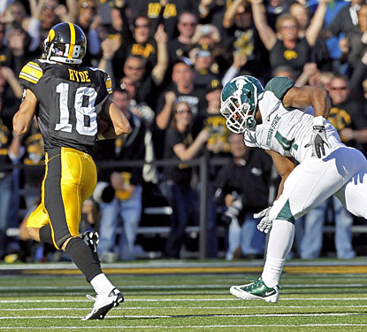 Micah Hyde is on the way to a 66-yard TD after taking a lateral following a Michigan State interception.  (AP)