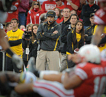 Missouri's Gary Pinkel watches what seemingly is one of the few times Roy Helu Jr is tackled. (AP)