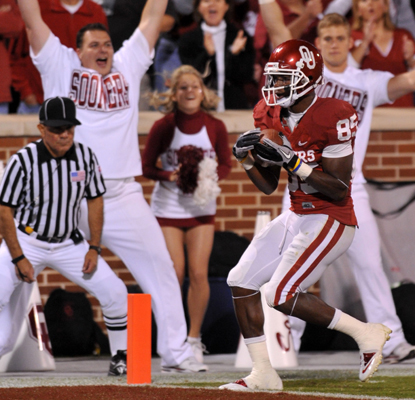 Ryan Broyles' 208 receiving yards plays a huge part in the Sooners' biggest passing day in school history.  (US Presswire)