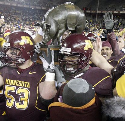 Minnesota uses a late touchdown in the fourth to secure the Floyd of Rosedale Trophy for the first time in four years.  (AP)