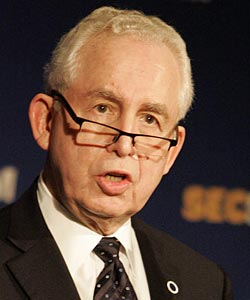 SEC commissioner Mike Slive supports the decision, but would support clarifying the rules. (AP)