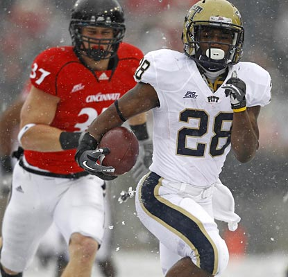 Dion Lewis appears to be a big fan of the snow, running for a career-high 261 yards as Pitt gets revenge.  (US Presswire)