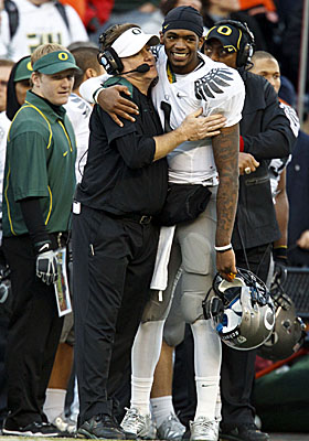 Head coach Chip Kelly hugs QB Darron Thomas, one of the many bright spots on his unbeaten Ducks team. (US Presswire)