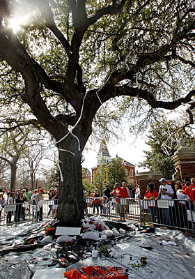Auburn fans join together to pay respects to the poisoned oak trees at Toomer's Corner. (AP)