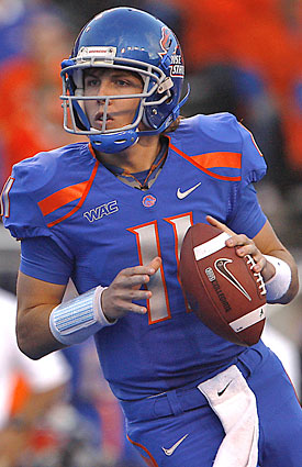 Kellen Moore's final season begins with Boise State favored vs. a Top 25 BCS team playing near home. (AP)