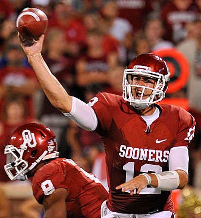 Oklahoma's Landry Jones completes 35 for 47 passes for 375 yards against Tulsa.  (US Presswire)