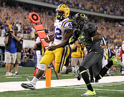 LSU's Michael Ford scores a touchdown in the fourth quarter as Oregon's Troy Hill chases. (US Presswire)