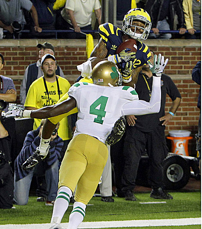 Michigan's Roy Roundtree catches the game-winning touchdown pass over Notre Dame's Gary Gray. (AP)