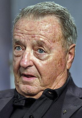 Bowden, who retired with 377 wins and two national titles, says he's cancer-free. (AP)