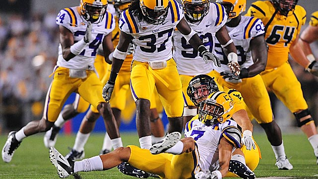 LSU's Tyrann Mathieu (7) rips the ball from WR Brad Starks in the first quarter. (US Presswire)