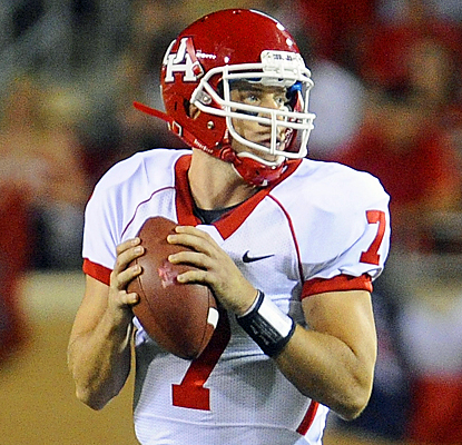 Houston's Case Keenum lights up UTEP's defense for 489 total yards and a pair of passing touchdowns.  (US Presswire)