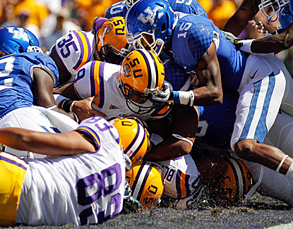 LSU quarterback Jordan Jefferson scores on his first play back from suspension in a 35-7 win over Kentucky. (US Presswire)