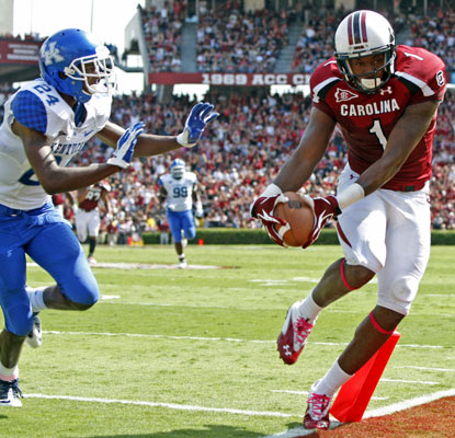 Alshon Jeffery sneaks past the pylon for a touchdown in South Carolina's dominating win over Kentucky.  (AP)