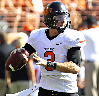 Brandon Weeden completes 23 of 41 passes for 218 yards and a touchdown against the Longhorns. (US Presswire)