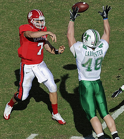 Houston's Case Keenum throws for 376 yards to become the Football Bowl Subdivision's career leader in total offense. (AP)