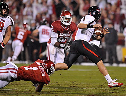 Texas Tech QB Seth Doege eludes defenders on the way to five total TDs and a huge upset over No. 3 Oklahoma. (US Presswire)