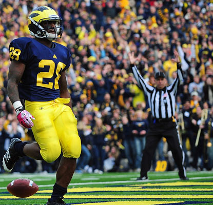 Michigan's Fitzgerald Toussaint finds the end zone in the third quarter and rushes for a career-best 170 yards.  (US Presswire)