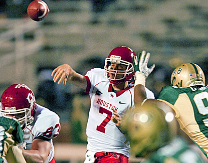Case Keenum passes for 407 yards against UAB and breaks Timmy Chang's NCAA record of 17,072 career passing yards. (AP)
