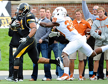 Kendial Lawrence scores on a 35-yard touchdown run against the Longhorns. Lawrence finishes with 106 rushing yards. (US Presswire)