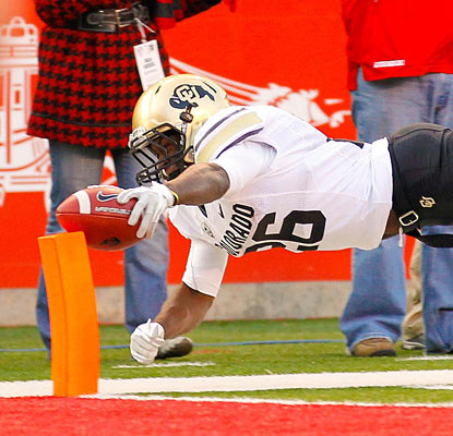 Tony Jones can't quite get the ball into the end zone before going out of bounds, but his run does set up a Buffs TD.  (US Presswire)