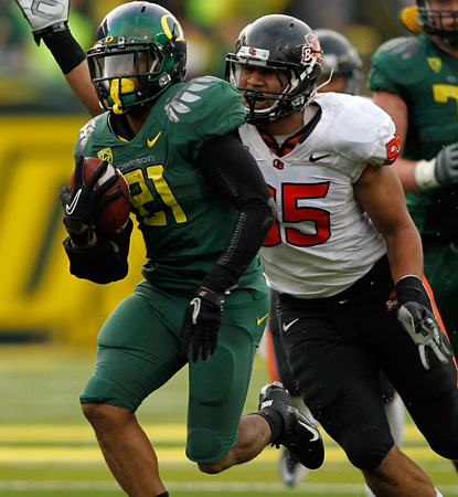LaMichael James, the nations leading rusher, goes for 142 before leaving in the third with an injury. (Getty Images)