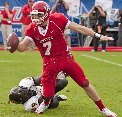 Case Keenum sets another record (third career 5,000-yard season) but fails to deliver Houston's first BCS appearance.  (AP)