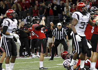 Louisiana-Lafayette's Brett Baer hits a 50-yard field goal as time expires to give the Ragin' Cajuns a dramatic bowl win.  (AP)