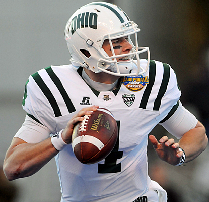 Terry Tettleton comes up with two passing touchdowns and the winning score on the ground for Ohio. (AP)