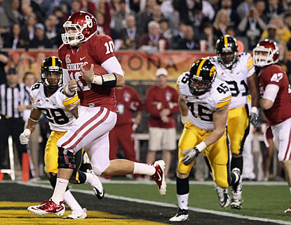 Blake Bell runs for three touchdowns, including a pair of 4-yard ones for a 14-0 advantage at the half. (Getty Images)