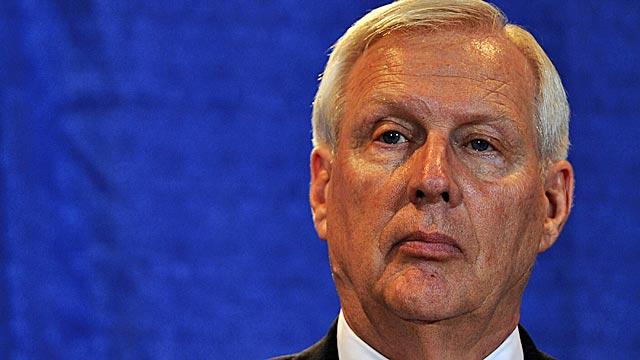 Penn State president faces angry alumni on Sandusky scandal - NCAA ...