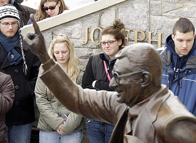 Students gather outside Beaver Stadium to pay their respects to the memory of Joe Paterno. (AP)