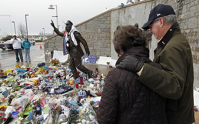 Tributes to Joe Paterno pile up around his statue outside Penn State's football stadium. (AP)