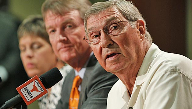 Texas says DeLoss Dodds (right) isn't retiring. (Getty Images)