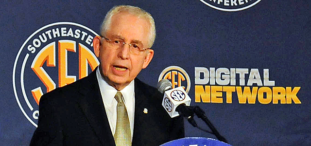 Commissioners like the SEC's Mike Slive would like to see the major conferences take hold of player-agent issues. (USATSI)