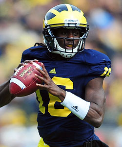 Denard Robinson is back to try and lead Michigan to another BCS bowl. (US Presswire)