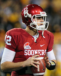 Landry Jones passed on the NFL Draft to return to Oklahoma for his senior season. (US Presswire)