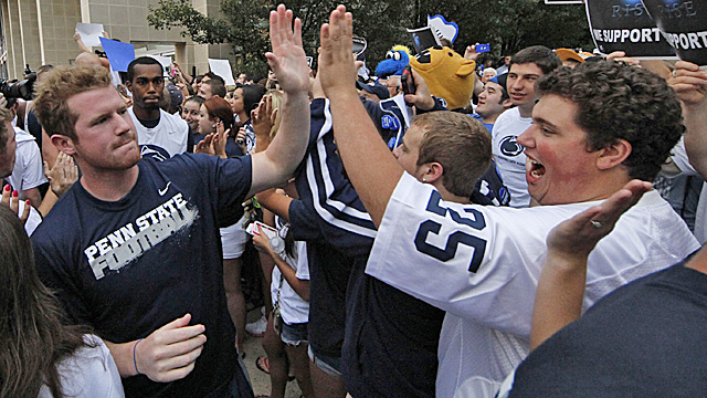 QB Matt McGloin and the rest of the Nittany Lions have nothing to do with the Sandusky scandal. (AP)