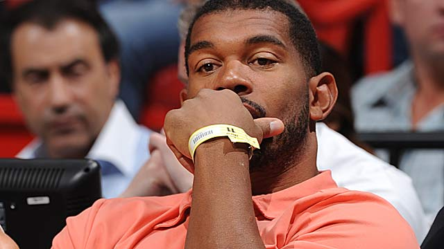 The Julius Peppers transcipt probe sheds more light on UNC's academic scandal. (Getty Images)