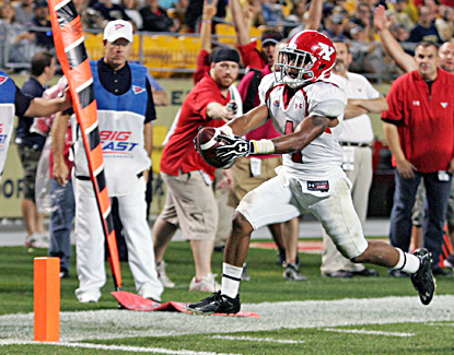 Youngstown State's Andre Stubbs scores on a 13-yard touchdown run against Pitt. (US Presswire)