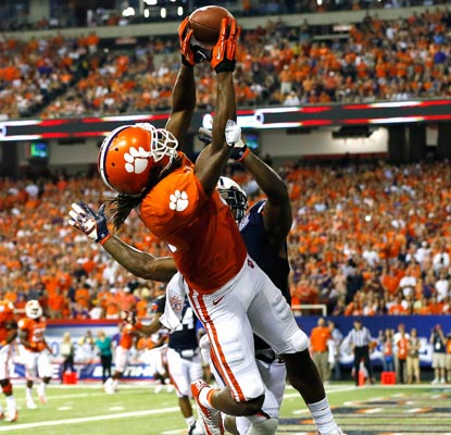 DeAndre Hopkins hauls in a touchdown catch for one of his school-record 13 receptions against Auburn.  (Getty Images)
