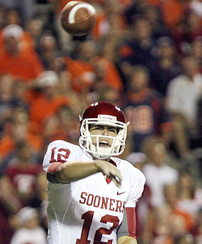 QB Landry Jones and the Sooners take a while to get rolling but they use a strong fourth quarter where they outscore UTEP 14-0. (AP)