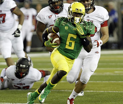 De'Anthony Thomas finishes with 119 total yards and three touchdowns -- two in the air and one on the ground. (AP)