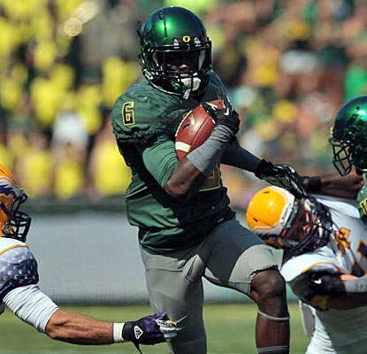 De'Anthony Thomas sparks Oregon with big plays -- a 59-yard TD run, 16-yard scoring catch and 222 all-purpose yards.  (US Presswire)