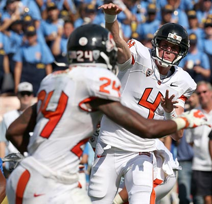 Sean Mannion leads the Beavers to another big win with a career-high 379 yards through the air and two TD passes.  (Getty Images)