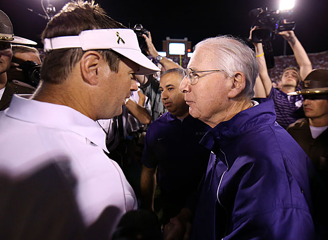 Snyder's Wildcats got an upset in Norman, where O.U. was 14-0 vs. ranked foes under Stoops. (US Presswire)