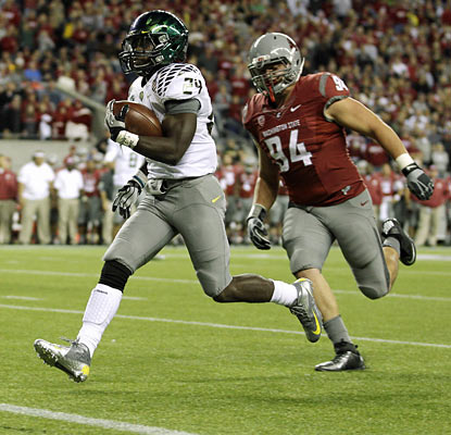 Kenjon Barner rumbles for 195 yards and three touchdowns on 20 carries to average a whopping 9.8 yards per attempt. (AP)